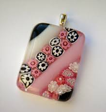 however recently someone reached out to me to see whether i would teach her how to make my millefiori pendants which she found through this blog