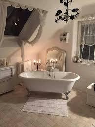 Shabby Chic Bathroom Dcor with Clawfoot Tub