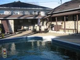 joli bungalo avec piscine creusée à vendre à beauport