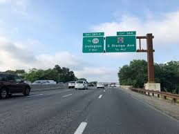 file 2018 07 17 07 47 30 view south along new jersey state route 444 garden state parkway between exit 145 at exit 144 in newark es county