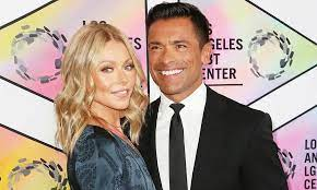 Kelly Ripa teases fans in cheeky string ...