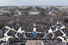 eua donald trump assume presidência com discurso protecionista e milhares de pessoas acompanharam a cerimônia de posse em frente ao capitólio