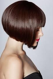 ما هي قصة شعر مناسبة للنساء مع الوجه البيضاوي حلاقة الشعر
