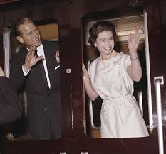 Elizabeth ii and prince philip at the wedding of prince harry and meghan markle. 1961 Queen Elizabeth Ii And Prince Philip Visit Manchester A Large City In The North Of England In May 1961 Historia