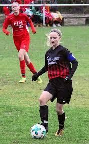 Fussball: Alicia Roller mit Dreierpack - Fußball - Schwarzwälder Bote