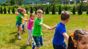En los niños el juego es una actividad fundamental, siendo estos de gran utilidad para el desarrollo de capacidades, tanto condicionales como coordinativas, favoreciendo el sistema locomotor. Juegos Recreativos Para Ninos 8 Divertidas Actividades Para Jugar Al Aire Libre