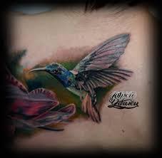 татуировка колибри с цветком тату салон юрец удалец философия