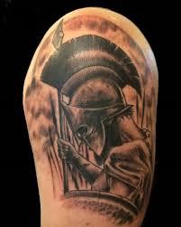 фото тату спартанца на плече парня