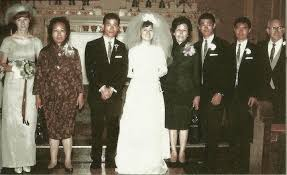 Bruce with Linda and his family, at the wedding of his sister Agnes | Bruce  lee, Bruce lee pictures, Bruce lee martial arts