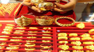 انخفاض أسعار الذهب في السوق السعودية بتعاملات السبت