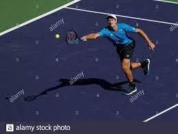 14. Oktober 2021 Hubert Hurkacz aus Polen gibt während des  Viertelfinalspieles der BNP Paribas Open 2021 im Indian Wells Tennis Garden  in Indian Wells, Kalifornien, einen Schuss gegen den Bulgaren Grigor  Dimitrov