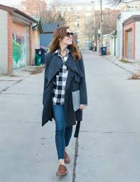 a black trench coat outfit on art in the find style tips style