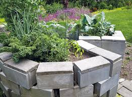 how to build a keyhole garden bed