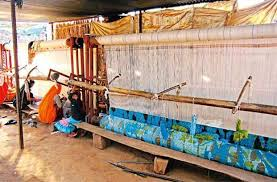 some 28 000 weavers are associated with jaipur rugs today