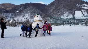 Image result for copii in zapada poze