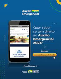 Ministério da Cidadania - Quer saber se tem direito a receber  #AuxílioEmergencial2021? Acesse: http://cidadania.gov.br/auxilio  #PraCegoVer Arte sobre fundo azul traz foto de um celular com a tela na  página inicial do site