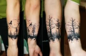черная тату вокруг предплечья с деревьями фото татуировок