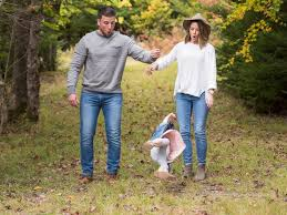 Family Photo Shoot Fail Gets Lots Of Laughs On Social Media
