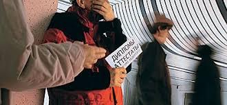 № Евангелие от апостиля  дипломы в руках аккуратного тихого человека стал за последние годы такой же приметой московского метро как старушки побирушки Торговля документами