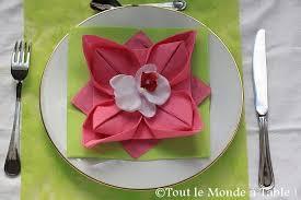 Pliage serviette papier 2 couleurs. Pliage De Serviette En Fleur De Lotus Tout Le Monde A Table