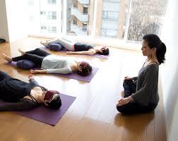 kumiko mack teaching ishta yoga in tokyoyoga kumiko mack teaches yoga nidra yogic relaxation techniques at be yoga minami azabu tokyo