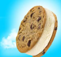 nestlà r toll house r chocolate chip cookie sandwich