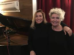 """Grazia Di Michele e Rossana Casale cantano Auschwitz: """"Perchè quello che è  avvenuto possa non accadere mai più"""""""