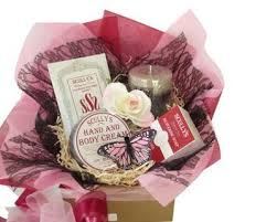 pering gift baskets for women