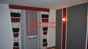 Geschmackvoller Schlafzimmer Vorhang In Den Farben Rotschwarzweiß