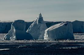 everything you need to know about antarctic icebergs blocky iceberg left pinnacle iceberg center and a wedge iceberg right in the ross sea copy toine hendriks oceanwide expeditions