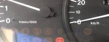 Лампочка зарядки аккумулятора почему загорается или вообще не  Горит лампа заряда аккумулятра