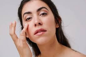dry skin around the eyes what causes