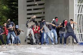 Resultado de imagen para imagenes de gente violenta