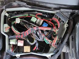 bmw e39 fuse box diagram further 2000 bmw 528i fuse box diagram on the color photo is of my car s e box i could see no other switch 2000