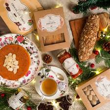 Every year the christmas hamper program helps comox valley families who may have fallen on hard time. 15 Best Food Christmas Hampers To Gift To Your Loved Ones This Season