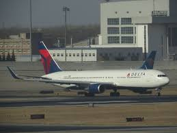 delta air lines fleet boeing 767 300er winglets n1611b taxiing pek beijing capital international
