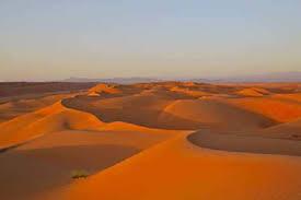 Resultado de imagen de La llanura costera, • Un desierto vasto y llano que cubre gran parte del