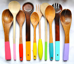 painting wooden spoons