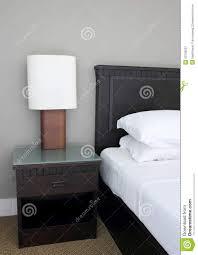 Tischlampe Auf Schlafzimmer Stockbild Bild Von Leuchte Lampe