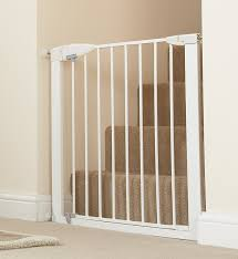 baby safety gate review for munchkin easyclose gate  it's baby time