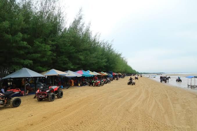 Suasana di Pantai Jahe.