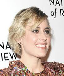 Casual Hairstyles 77 Amazing Greta Gerwig Short Wavy Casual Hairstyle With Side Swept Bangs