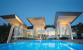 Modern Luxury Lakefront Home Kelowna This architectural masterpiece .