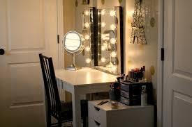 hollywood vanity mirror with light bulbs