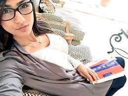 """سأصوت عارية"""".. """"شاهد"""" ميا خليفة تظهر بصورة """"غير أخلاقية"""" لشحذ همم  الامريكيين في الانتخابات! - أوبينيا تايمز"""