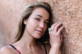 transformation makeup free woman on the beach natural beauty sand nail polish gold ring gemstones