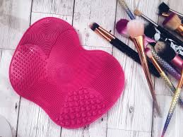 this post is all about a silicone mat that i bought off ebay that you use to help you clean your makeup brushes is it worth it read on