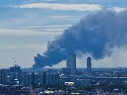 """ไฟไหม้โรงงานกิ่งแก้ว"""" นายอำเภอบางพลีสั่งอพยพประชาชน รัศมี 5  กม.หวั่นระเบิดใหญ่ซ้ำ"""