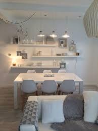 Amazing Murs Blanc Mais Ambiance Feutrée Et Douce, Parquet, Mobilier Design, Linge  De Maison Gris, Luminaires Doux