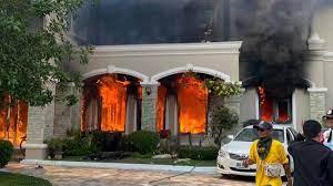 ไฟไหม้บ้านหรูย่านสุขาภิบาล 5 คุมเพลิงได้แล้ว คาดค่าเสียหายกว่า 50 ล้าน  (คลิป) | ไทยรัฐออนไลน์ - ในประเทศ